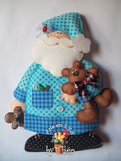 Blue Santa in his nightgown Arte em E.A by Théo: Julho 2010 Christmas Makes, All Things Christmas, Christmas Holidays, Christmas Decorations, Christmas Sewing, Christmas Projects, Holiday Crafts, Felt Ornaments, Christmas Ornaments