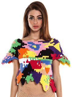 Heerlijk als je dit ontwerpt, kunt maken en durft te dragen. Out of the box denken en doen. Mooi zo.  Helen Rodel.