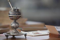 Mate de plata. Museo Gabriela Mistral, de Vicuña. Incense, Rings, Home Decor, Museums, Silver, Ring, Interior Design, Home Interior Design, Home Decoration