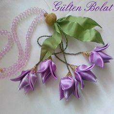 . Satin Ribbon Flowers, Cloth Flowers, Ribbon Art, Diy Ribbon, Fabric Ribbon, Ribbon Crafts, Flower Crafts, Beaded Flowers, Diy Flowers