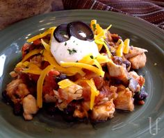 CHICKEN & BLACK BEANS    This is so incredibly good!  And I'm not just saying that!    Eat it alone with a nice green salad and roll your family's in soft, warm tortillas.  Smothered it in sour cream and melty cheese…WOW! No Carb Recipes, Bean Recipes, Mexican Food Recipes, Dinner Recipes, Healthy Recipes, Yummy Recipes, Bariatric Recipes, Bariatric Eating, Kitchens