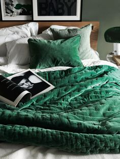 Green velvet bedding and soft green walls | Linum AW 15. In love with emerald green.