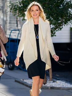 Star Tracks: Monday, October 12, 2015 | WORKING GIRL | Katherine Heigl keeps it cozy on the N.Y.C. set of her upcoming TV film Doubt on Sunday.