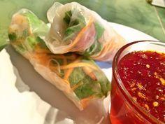 Vietnamesische Sommerrollen gehen immer. Wirklich immer! Ich habe sie vor einigen Jahren als Mittags-Snack kennen gelernt, der Asia-Imbiss bei der Arbeit um