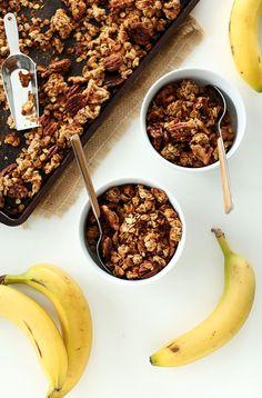Banana Bread Granola with Walnuts and Flax | MINIMALISTBAKER.COM #healthy #vegan #glutenfree