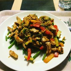 Dinner  turkey stir fry with peppers onions green beans and courgetti. Cooked in a peanut butter chilli and garlic sauce. Finished off with a few splashes of hot sauce #bliss #90daysssplan #thebodycoach #leanin15 #dinner #wednesday #turkey #stirfry #peppers #onions #greenbeans #courgettes #courgetti #lucybeecoconut #lucybeecoconutoil #peanutbutter #wholeearth #chilli #garlic #lowcarb #restday #cleanandlean #cleanandleanwarrior #healthiswealth #fitfam #fitlondoners #cycletwo #c2d30 by…
