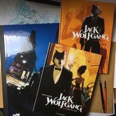 Le voilà, il est beau, il est chaud et en smoking s'il vous plaît, Jack Wolfgang tome 2 sort aujourd'hui. Il vient rejoindre le tome 1 édition normale et l'édition luxe. On l'a peu dit mais les albums peuvent se lire indépendamment l'un de l'autre.  scénario : S Desberg couleurs : Kattrin #graphicnovel #bandedessinée #wolf #loup  #digital #photoshop #jackwolfgang #secretagent #agentsecret #henrirecule #artist #dessinateurBD Dit, Comic Art, Smoking, Novels, Photoshop, Fine Art, Comics, Gallery, Movie Posters