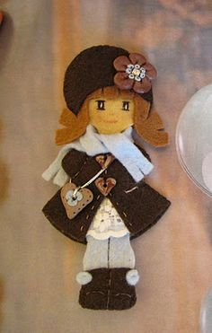 Thinking about making this, but before adding the 'clothes' add Velcro instead, and make outfits to use like a paper doll that will interchange and stick on with the Velcro! Felt Dolls, Paper Dolls, Doll Crafts, Sewing Crafts, Felt Material, Felt Decorations, Felt Brooch, Sewing Dolls, Felt Fabric