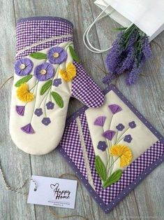 Sewing Projects For Beginners, Hot Pads, Scentsy, Kitchen Towels, Handmade Art, Embroidery Stitches, Sewing Crafts, Diy And Crafts, Patches