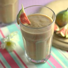 Recipe: Spiced Fig, Date, Oat & Almond Milk Smoothie