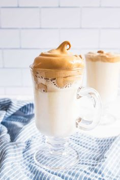 A fluffy and frothy whipped coffee that can be served hot or cold and easily made at home in just 5 minutes. Easy Coffee, Hot Coffee, Morning Drinks, Morning Coffee, Icebox Cake Recipes, Cocktails, Dairy Free Milk, Chocolate Chip Banana Bread, Keto Cheesecake
