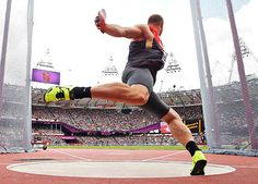 How to start a good discus throw. Robert Harting of Germany