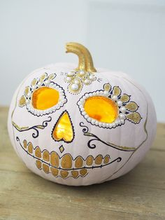 ornate sugar skull painted pumpkin design idea and tutorial including how to create this painted pumpkin and how to make it part of a bigger display too. perfect for Fall or Halloween Sugar Skull Pumpkin, Diy Pumpkin, Pumpkin Carving, Pumpkin Painting, Painting On Pumpkins, Pumpkin Head, Halloween Skull, Halloween Pumpkins, Halloween Crafts