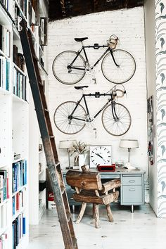 I bet everybody loves an industrial kitchen style. It's aesthetically pleasing even if not the most popular trend in kitchen design. The clues from the old ind 50 Creative Urban Industrial Decor projects To Nail Your Industrial Home Cafe Industrial, Industrial Bookshelf, Industrial Flooring, Vintage Industrial Decor, Urban Industrial, Industrial Bedroom, Industrial Living, Industrial Interiors, Industrial Furniture