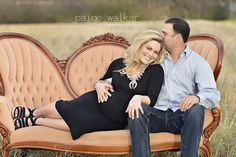 maternity pose on sofa, maternity picture ideas, maternity photo session