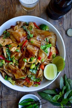 Take on the takeout with a quick and easy recipe for homemade drunken noodles (Pad Kee Mao) with chicken and fresh Thai basil. Hangover Food, Chicken Noodle Recipes, Chicken Noodles, Asian Recipes, Ethnic Recipes, Chinese Recipes, Chinese Food, Japanese Food, 30 Minute Meals