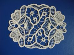 Cose di Clem: Point Lace - ricamo rumeno (terza puntata) New Crafts, Hobbies And Crafts, Diy And Crafts, Arts And Crafts, Bruges Lace, Romanian Lace, Lacemaking, Point Lace, Crochet Tablecloth