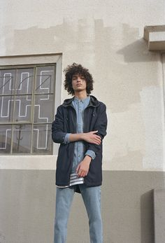 Discover the new Spring Summer 2020 collection for women and men at PULL&BEAR. Pull And Bear Men, Standing Poses, Curly Hair Men, Tumblr Boys, Men's Grooming, Haircuts For Men, Denim Fashion, Hot Guys, Cool Style