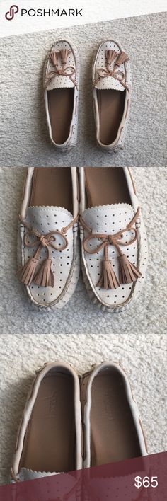 """Like-new COACH """"Nadia"""" moccasin flats COACH flats • moccasin style • tassels • boat shoe feel • cream colored • perforated • Sz 8 • excellent condition • fast same/next day shipping • BUNDLE & BUY IT NOW!!! Coach Shoes Flats & Loafers"""