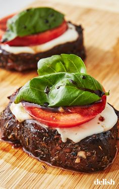 Looking for a caprese recipe? This Caprese Steais amazing. Steak Dinner Recipes, Healthy Dinner Recipes, Gourmet Recipes, Beef Recipes, Cooking Recipes, Fancy Recipes, Healthy Steak Dinners, Skirt Steak Recipes, Cooking Corn