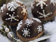 Marzipan-Kirsch-Plätzchen mit Schokoglasur ist ein Rezept mit frischen Zutaten aus der Kategorie Plätzchen. Probieren Sie dieses und weitere Rezepte von EAT SMARTER!