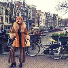 Always yelling. #amsterdam #howbluetour