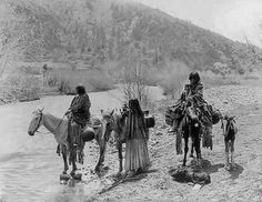 Apache women and children crossing the White River in Arizona - 1903: