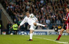 Zinedine Zidane. Bayer 04 Leverkusen 1 - 2 Real Madrid C.F., 15 May 2002, Final UEFA Champions League