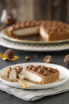 Ferrerro Rocher Cheesecake (I don't understand the recipe but the pictures gives you a good indication - great idea)