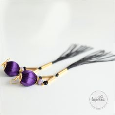 Golden color combined with long black tassel and wood beads covered with purple ribbon. Unique Jewelry, Jewelry Design, Purple Ribbon, Golden Color, Long Black, Statement Jewelry, Trending Outfits, Tassel, Handmade Gifts