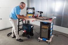 WorkMo (Work Mobility) nennt sich das neue Transport-, Ordnungs- und Arbeitssystem von Sortimo, bei dem es sich um stapelbare und ineinander arretierende Funktionsbausteine handelt.