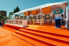 Fox's V.I.P. tent offered guests the opportunity to watch arrivals from a branded location within walking distance of the blue carpet. #lounge #event #decor