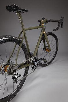 Vanilla Cycles Speedvagen 2015 con frenos disco y color militar