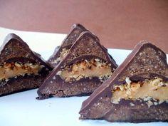 Snickers trojúhelníky | NejRecept.cz Czech Recipes, Ethnic Recipes, Dessert Kabobs, Nutella, Tiramisu, Sweet Tooth, Sweets, Food, Pies