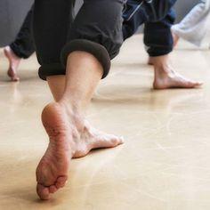 Clases de baile.... #madrid #places#lugares #people#gente#urbanscenes #descalzinha @descalzinha #winter #invierno #feet #pies #artesescenicas #art #dance #danza