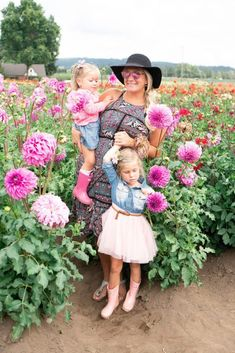 Visiting the Dahlia flower field in Oregon! We love our flower fields and this one rounds out our year of visiting just about every flower field. Toddler Girl Style, Toddler Fashion, Kids Fashion, Oregon Flower, Flower Feild, Dahlia Flower, Flowers, H&m Kids, Toddler Halloween