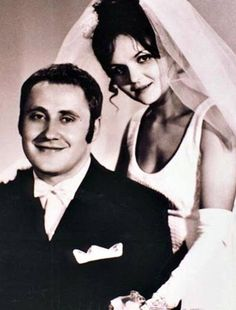 Ritka fotó Pogány Juditról! Ilyen gyönyörű menyasszony volt 27 évesen… Retro 2, Live Today, Big Love, Actors & Actresses, Movies, Hungary, Artists, Contemporary, Characters