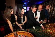 Pin by calmer karma entertainment on great gatsby James D'arcy, James Bond, Casino Dress, Casino Outfit, Casino Night Party, Casino Theme Parties, Casino Royale, Costume Queen, Las Vegas