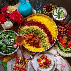 (Persia Digest) – Gheimeh Nesar is a dish originally from the city of Ghazvin. It is served at official gatherings, such as weddings, with fresh herbs as accompaniment. Iranian Dishes, Iranian Cuisine, Party Food Platters, Food Dishes, Afghanistan Food, Yummy World, Pav Recipe, Iran Food, Middle Eastern Recipes