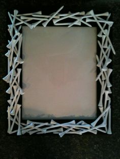 DIY golf lover's picture frame _Dad_(totally thought these were Qtips at first! Thank goodness they are tees.