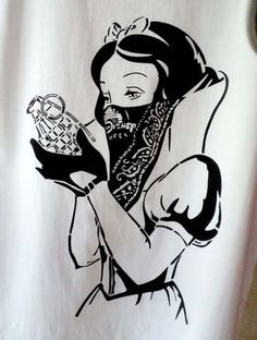 Schnee weiß Granate von CarpeDiemTextileLab auf Etsy Snow White with Grenade graffiti. Punk Disney, Disney Art, Disney Ideas, Disney Tattoos, Geniale Tattoos, Art Prints Quotes, Trendy Tattoos, Tattoo Drawings, Ink Tattoos
