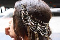 Love these hair chains (forehead headband updo) Pretty Hairstyles, Wedding Hairstyles, Braided Hairstyles, Hair Chains, Body Chains, Head Jewelry, Hair Jewellery, Hair Jewels, Diy Jewelry