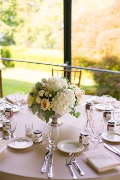 vintage manor wedding   Sarah Pudlo & Co   Glamour & Grace - Flowers by Golden Gate Studios