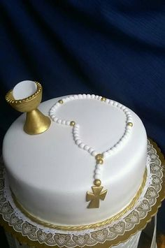 Primera comunión First Communion Cakes, First Holy Communion, Creative Cake Decorating, Creative Cakes, Mickey Party, Baby Shower Decorations, Christening, Cupcake Cakes, Diy And Crafts