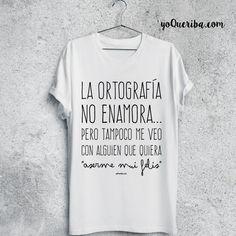 """Camiseta """"La Ortografía no enamora...""""  Nueva camiseta en edición limitada, """"La ortografía no enamora... Pero tampoco me veo con alguien que quiera 'aserme mui felis' """".   Disponibles en tres colores.  Elije la tuya para hombre o para mujer  Manga corta"""
