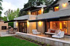 Mirá imágenes de diseños de Casas estilo moderno}: EXTERIORES. Encontrá las mejores fotos para inspirarte y creá tu hogar perfecto.
