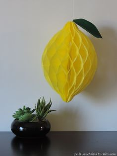 DIY citron à suspendre en boule nid d'abeille Table Lamp, Paper, Home Decor, Nest, Bee, Lemon, Table Lamps, Decoration Home, Room Decor
