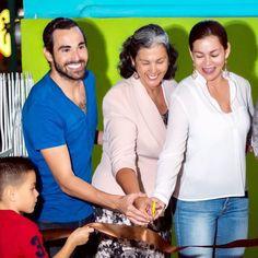 Esta foto forma parte del álbum de la apertura de la segunda sucursal de la Káapehtería que se suma a la ya consolidada en Cancún y con las cuales buscamos en primer lugar ofrecer un espacio de convivencia armónica con instalaciones alimentos y bebidas de gran calidad variedad y exquisito sabor y en segundo lugar y muy importante también ofrecer un espacio para los artistas locales de Cancún y ahora en Chetumal para exponer sus pinturas ser conocidos y reconocidos por su talento además de…
