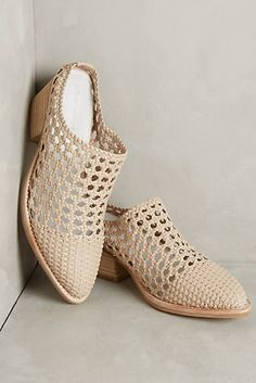 Jeffrey Campbell Armadillo Mules Source by de moda Crochet Sandals, Crochet Boots, Crochet Slippers, Mules Shoes, Shoes Sandals, Narrow Shoes, Knit Shoes, Shoe Pattern, Kinds Of Shoes