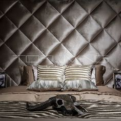 Bedden   Tofliving.nl Master Bedrooms, My Dream Home, Theatre, Throw Pillows, Cool Stuff, Luxury, Interior, Wall, House